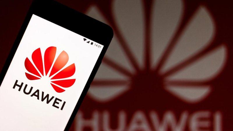 Huawei хочет усидеть на всех стульях.