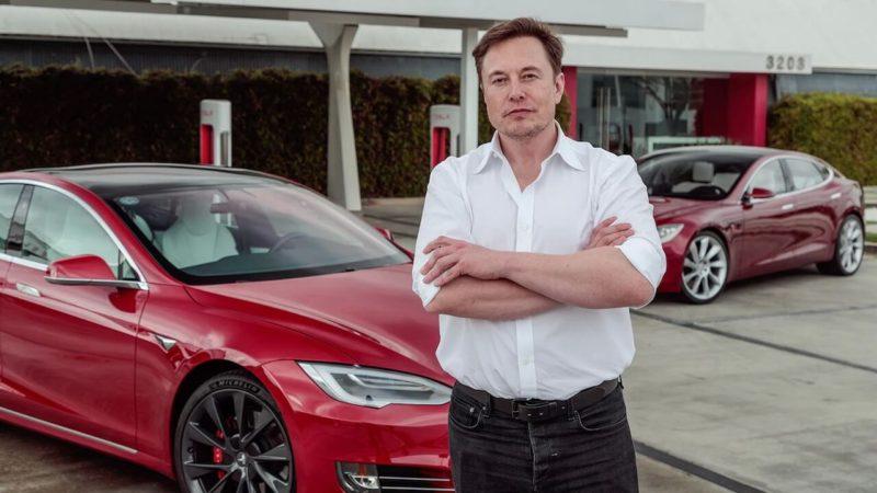 Илон Маск: «Хотели бы поиграть в The Witcher в вашей Tesla?»